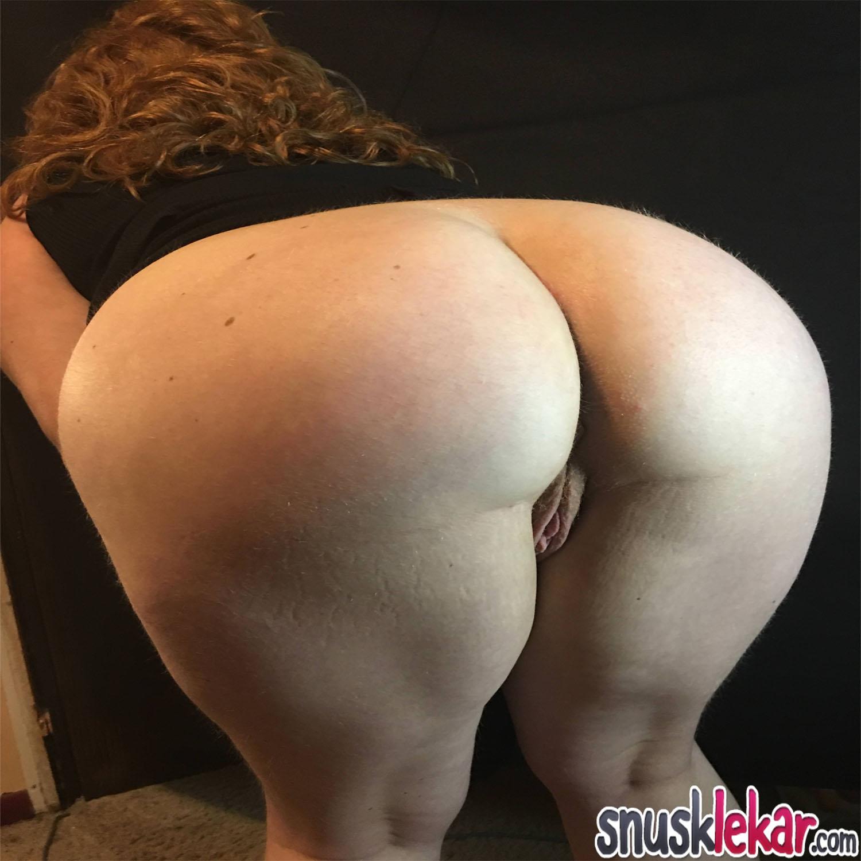sexdyrkande par söker extra ung hingst i sängen